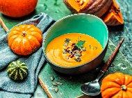 Крем супа от тиква с портокалови корички, къри и сметана